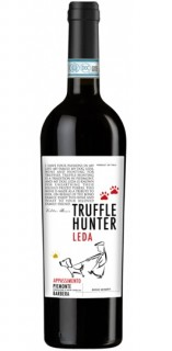 Truffle Hunter Appassimento is Barbera but not like you have had before. Creamy and intense, very dark and the taste is dominated by ripe cherry and plum. Fruity wit a smooth with silky tannins and low acidity. A big and full-bodied wine that goes pier we